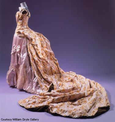Vestido de alta costura por Charles Frederick Worth.